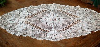 Ovaler Tischläufer - Filethäkelei - Reine Handarbeit - Antik Bild