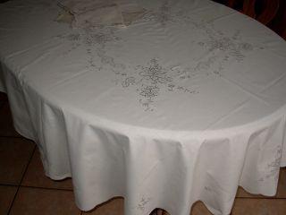 Runde Graubestickte Tischdecke Mit 7 Servietten - 170 Cm.  Beige Farbe. Bild