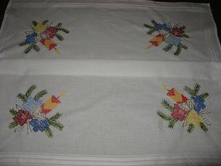 Schöne Weihnachtsdecke - Handarbeit - Stickerei - Weihnachten - Tischdecke Bild