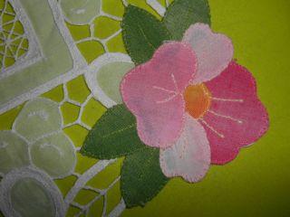 Hübsches,  Kleines Deckchen - - Mit Applikationen Und Bunten Blumen - Accessoires Bild