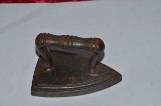 Bügeleisen Antik Klein Und Schwer 500 G,  L = 13 Cm,  H = 9,  5cm Bild