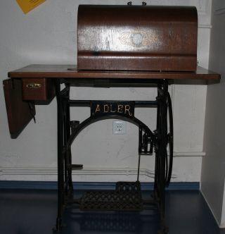 Antike Adler - NÄhmaschine Im Originalzustand Von Uroma Bild