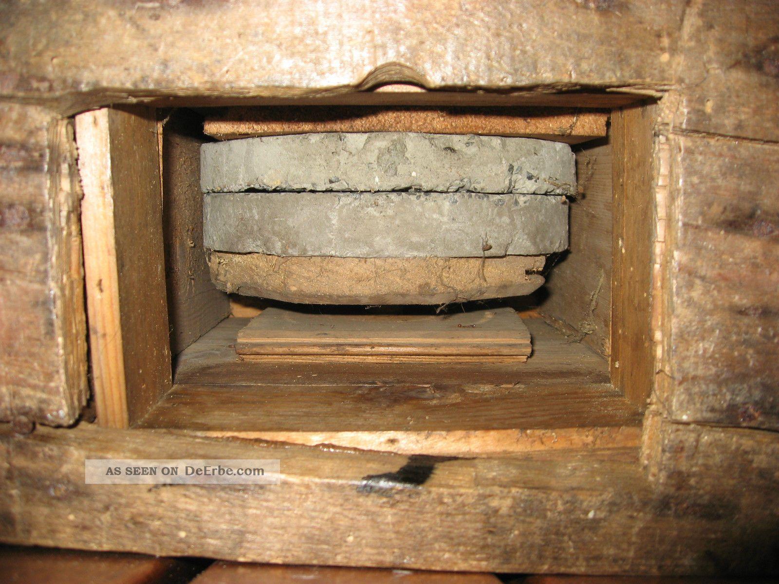 Alte getreidem hle kornm hle kaffeem hle aus holz mit mahlsteinen und kurbel - Alte obstkisten aus holz ...