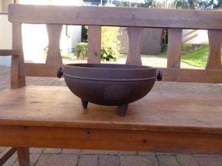 Antiker Dreifuß Kochtopf Für Feuerstelle Bild