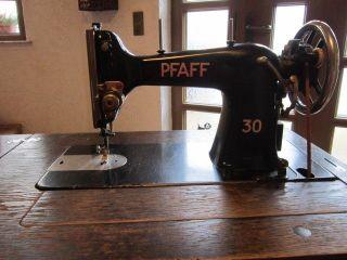 Antike Nähmaschine Pfaff 30 Mit Schrank Bild