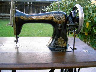 Antik Singer Nähmaschine Tischnähmaschine - Mit Tisch Und Haube - Funktioniert Bild