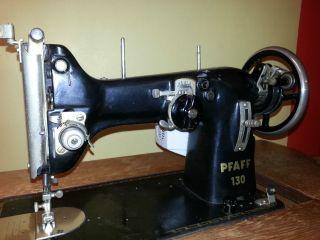 Pfaff 130 Nähmaschine,  Versenkbar Mit Arbeitslicht,  Motor Und Fußschalter Bild