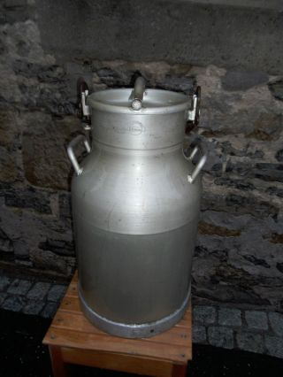 Riesen Alte Milchkanne Kanne Mit Deckel Aus Aluminium V.  Bauernhof Bild
