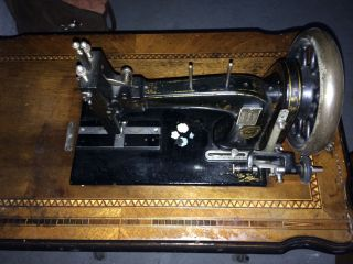 Antike Nähmaschine Bild