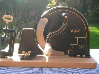 Alte Restaurierte Brotschneidemaschine / Brotschneider