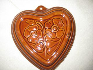 Alte Keramik - Backform Braun Lasiert Herzform Mit Floralem Dekor Scheurich Bild