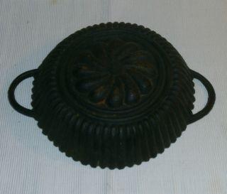 Alte Backform Gusseisen Kuchenform Bild
