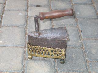 Ganz Rar Antikes Bügeleisen Aus Eisen Mit Untersetzer Aus Messing Um 1800 Bild
