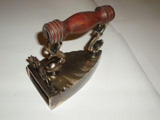 Antikes Gros Messing Bügeleisen Sad Iron,  Fer à Repasser. Bild