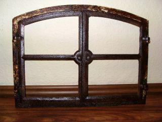 Altes Stallfenster/gusseisen Fenster/alter Fensterrahmen/eisen Fensterrahmen Bild