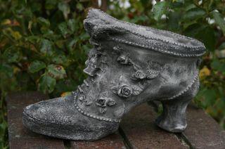 Blumentopf,  Pflanzgefäß,  Viktorianischer Stiefel,  Steinfigur Patiniert Steinguss Bild
