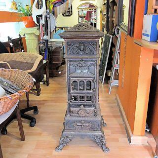 Alter Antiker Ofen Gussofen Historismus Kanonenofen Kamin Herd Feuerstelle Bild