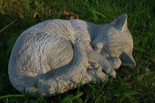 Schlafende Katze,  Steinfigur Frostfest,  Steinguss,  Katzen Bild