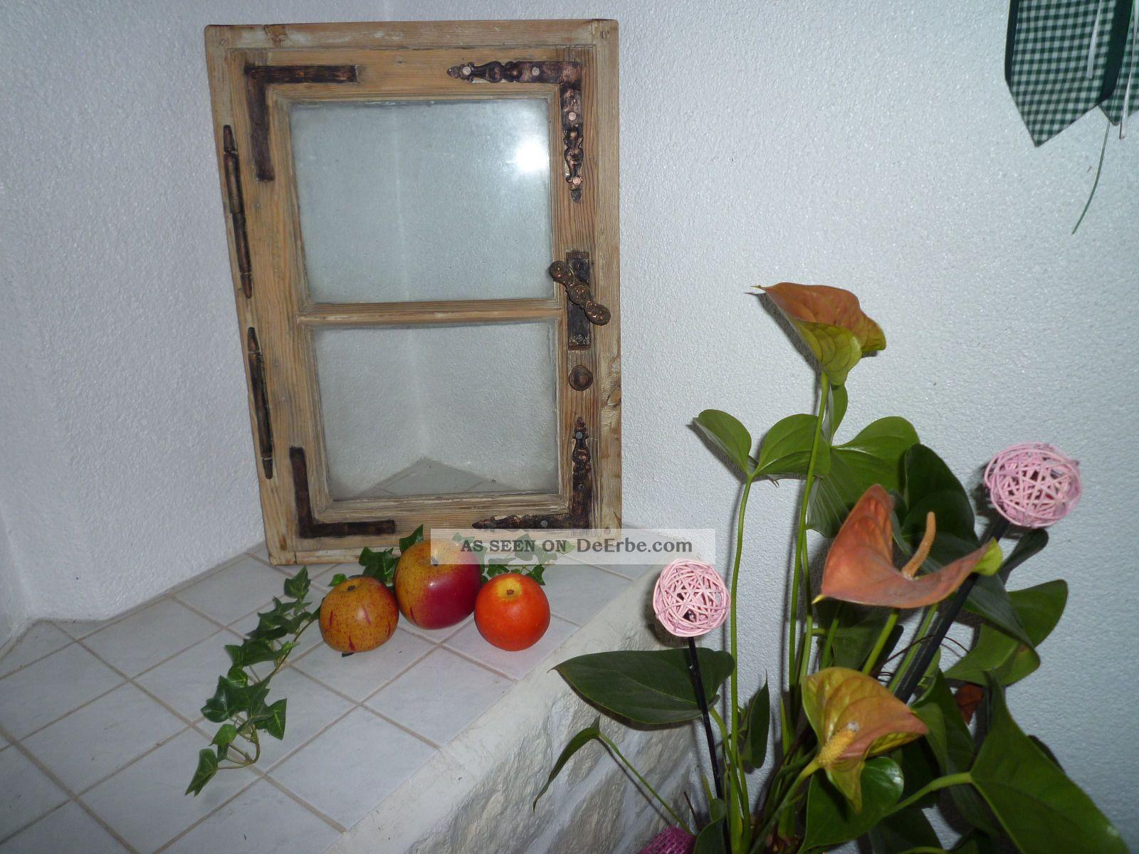 altes holzfenster mit scheiben eisenbeschl ge scharniere. Black Bedroom Furniture Sets. Home Design Ideas