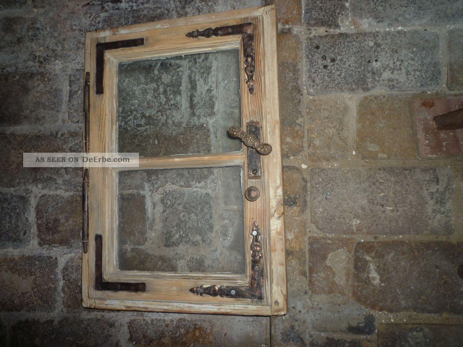 altes holzfenster mit scheiben eisenbeschl ge scharniere restauriert. Black Bedroom Furniture Sets. Home Design Ideas