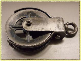 Alte Umlenkrolle Seilrolle Seilzug Flaschenzug Heuaufzug Altes Werkzeug Bild