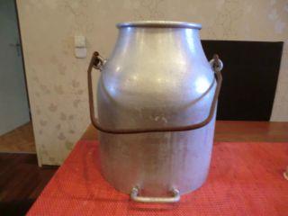 Große Alte Milchkanne Aus Aluminium Bild
