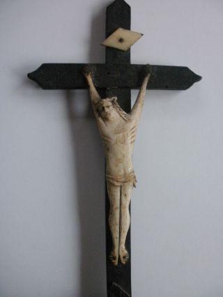 Frankreich Dieppe 18.  /19.  Jh - Bein Geschnitzte Jesusfigur An Holz - Standkreuz Bild