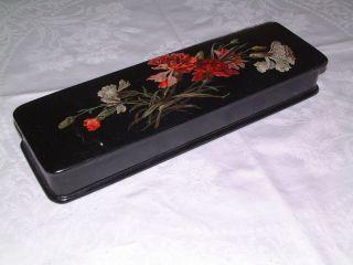 Schwarze Lackdose,  Rote,  Weiße Nelken,  Blüten Und Knospen 1920,  Elegant Bild