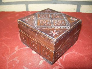 Holz Dose Mit Deckel In Dunklen Holz Mit Muster Bild