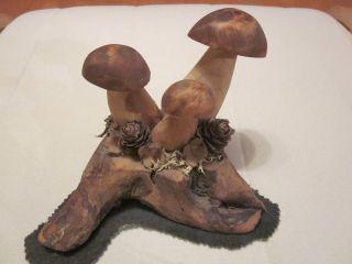 Holzschnitzerei Pilze Bild