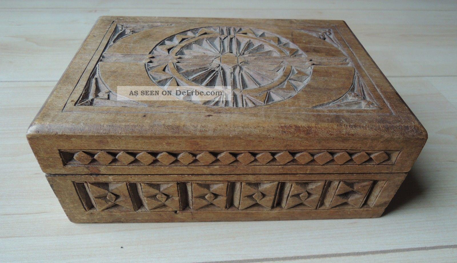 sch ne geschnitzte schatulle kiste aus nussbaum holz gesellenst ck um 1900. Black Bedroom Furniture Sets. Home Design Ideas