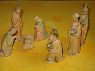 Uralte Krippe Krippenfiguren Handgeschnitzt Und Naturfarben Lasiert 7 Teilig Bild