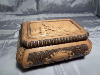 Alte Holzschatulle Mit Motiv - Handarbeit - Holzschnitzerei Bild