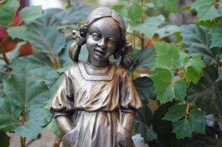 Holzarbeit/kleines Mädchen Aus Holz Mit Bleiüberzug 25 X 10 Cm. Bild