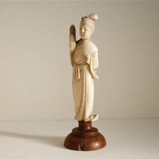 Kleine Skulptur • Weibliche Figur • Statuette • Bein Geschnitzt • Um 1900 Bild