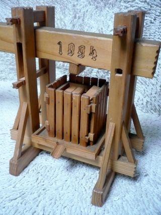 Modell Einer Traubenpresse - Mostpresse - Presse Bild