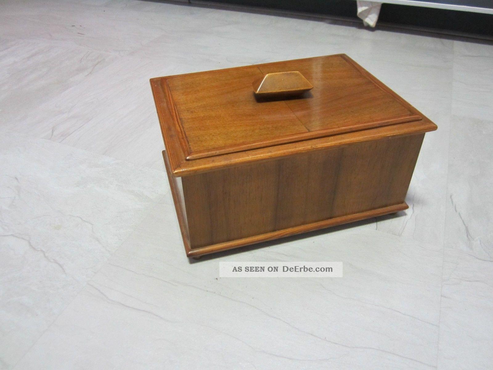 Schlichtes Altes Nähkästchen Aus Holz Geschätzt Aus Den 1950 Er Bis 60 Er Jahren Holzarbeiten Bild