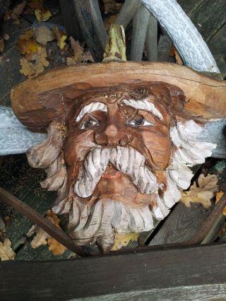 Sechs Wurzelmännchen,  Holzschnitzfiguren Bild