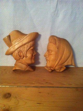 Handgeschnitztes Relief - Kopf Eines Bauern Und Einer Bäuerin - Aus Lindenholz Bild