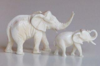 Bein Beinarbeiten Paar Elefanten Figuren Mutter Mit Kind Bild