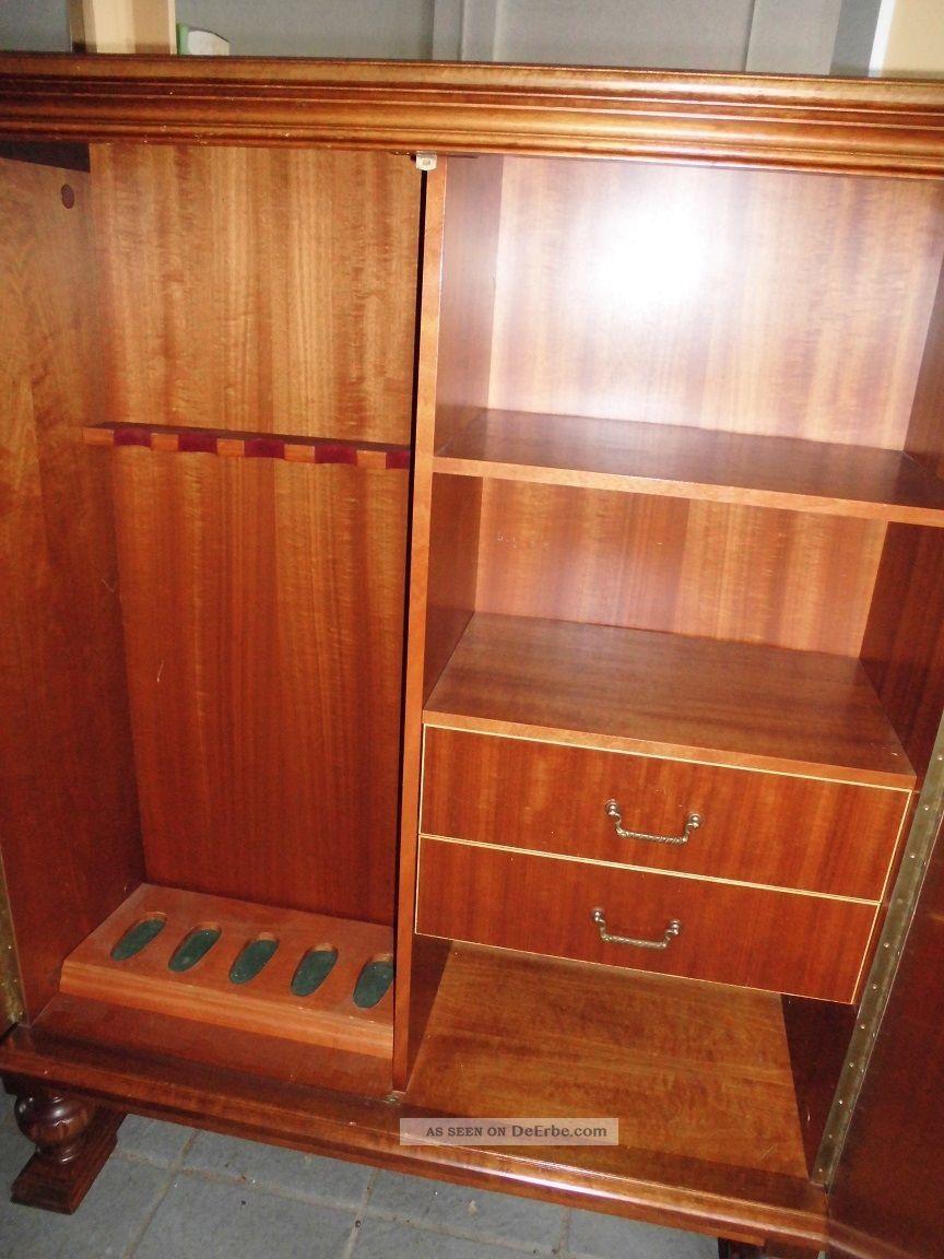 waffenschrank antiker schrank mit wundersch nen schnitzereien jagdmotiv. Black Bedroom Furniture Sets. Home Design Ideas