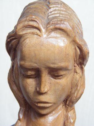 Holzfigur Schnitzerei Mädchen Betend Geschnitzt Und Signiert (r) Ca.  44 Cm Bild