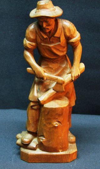 Handgeschnitzte Holzfigur Bild