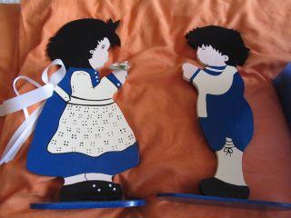 E,  Zwei Sehr Hübsche Holzfiguren - Junge Und Mädchen - Blau Und Weiß - Bild