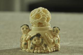 Karakuri,  Netsuke,  Kinder Beim Brunnen,  2 Teilig,  Bein Geschnitzt,  Signiert,  Japan Bild