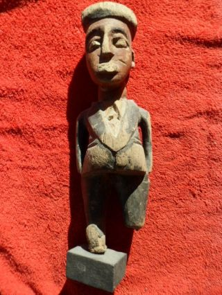 Colon Ghana Holzfigur Koloriert Auf Sockel Bild
