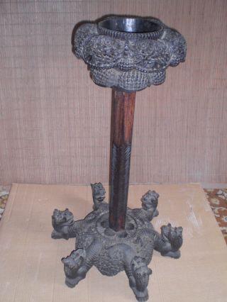 Alte Antike Säule Blumensäule Mit Motiven Mit Drachenkopf,  Schnitzerei Asien Bild