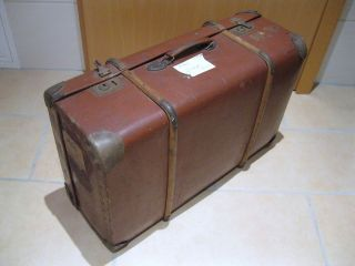 Alter Reisekoffer Mit Holzbeschlag Aus Hartpappe Nachkriegszeit (ddr) Bild