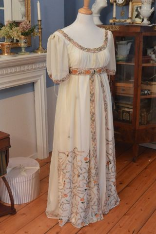Empire Jane Austen 1800 1810 Kleid Kostüm Reenactment Napoleon Seide Stickerei Bild