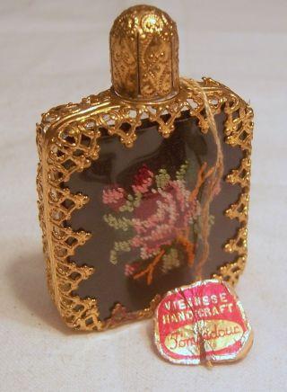 Parfumfläschchen Mit Metalleinfassung,  Viennes Handicraft,  Gobelinstickerei Bild
